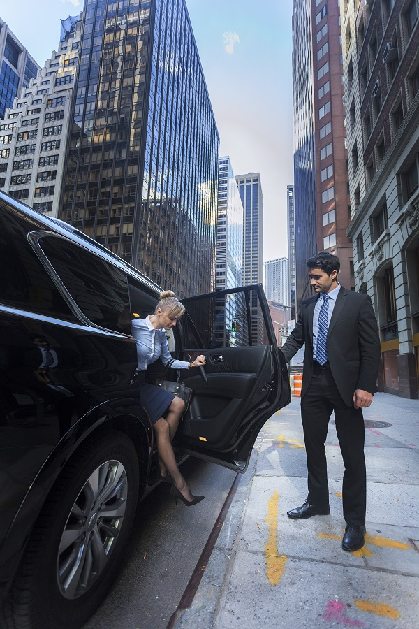 do you have to tip limo drivers